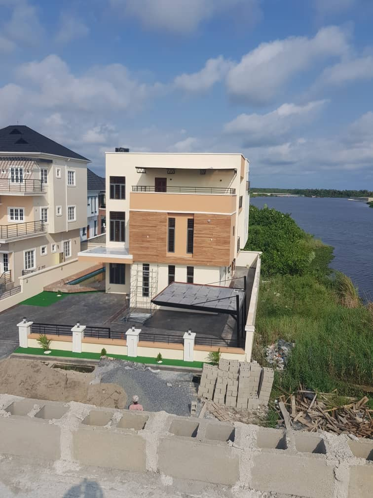 BRAND NEW 5 BEDROOM LAKEVIEW HOUSE
