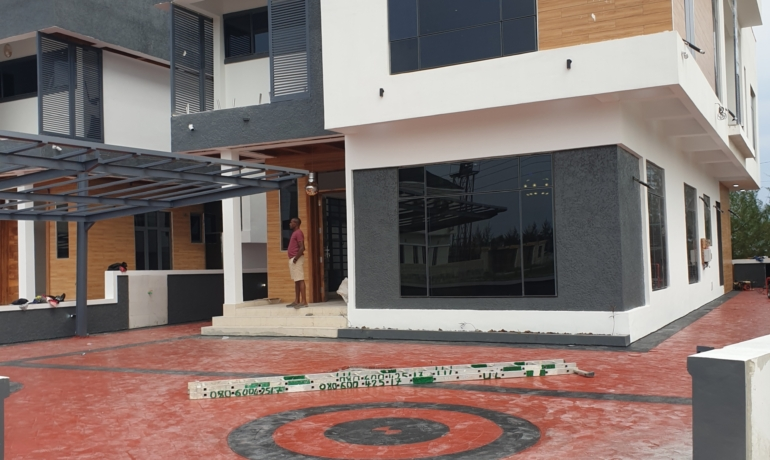 Contemporary 5 Bedroom Detached House