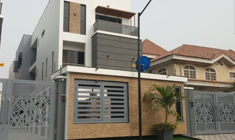Luxurious 5 Bedroom Detached House in Lekki Phase 1
