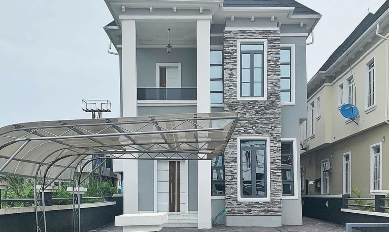 5 Bedroom fully detached house plus BQ with a breathtaking Lakeview