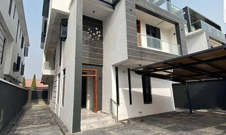 6 Bedroom fully detached house with 2 rooms BQ