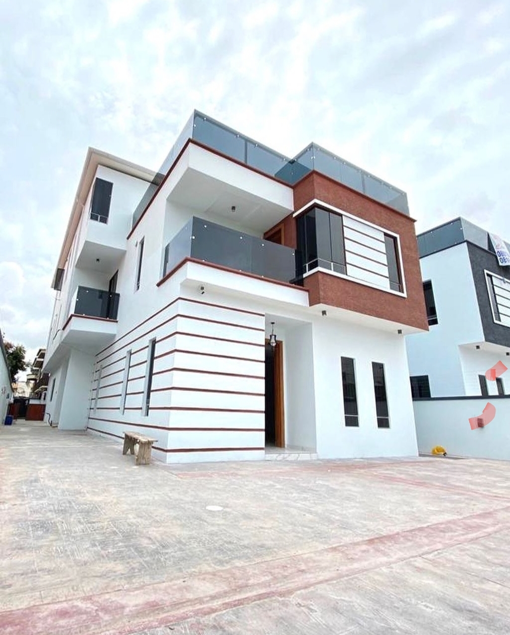5 Bedroom fully detached house with BQ In Lekki Phase 1, Lagos
