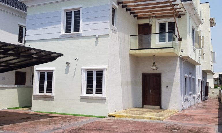 5 Bedroom Fully Detached House with attached 2 bedroom