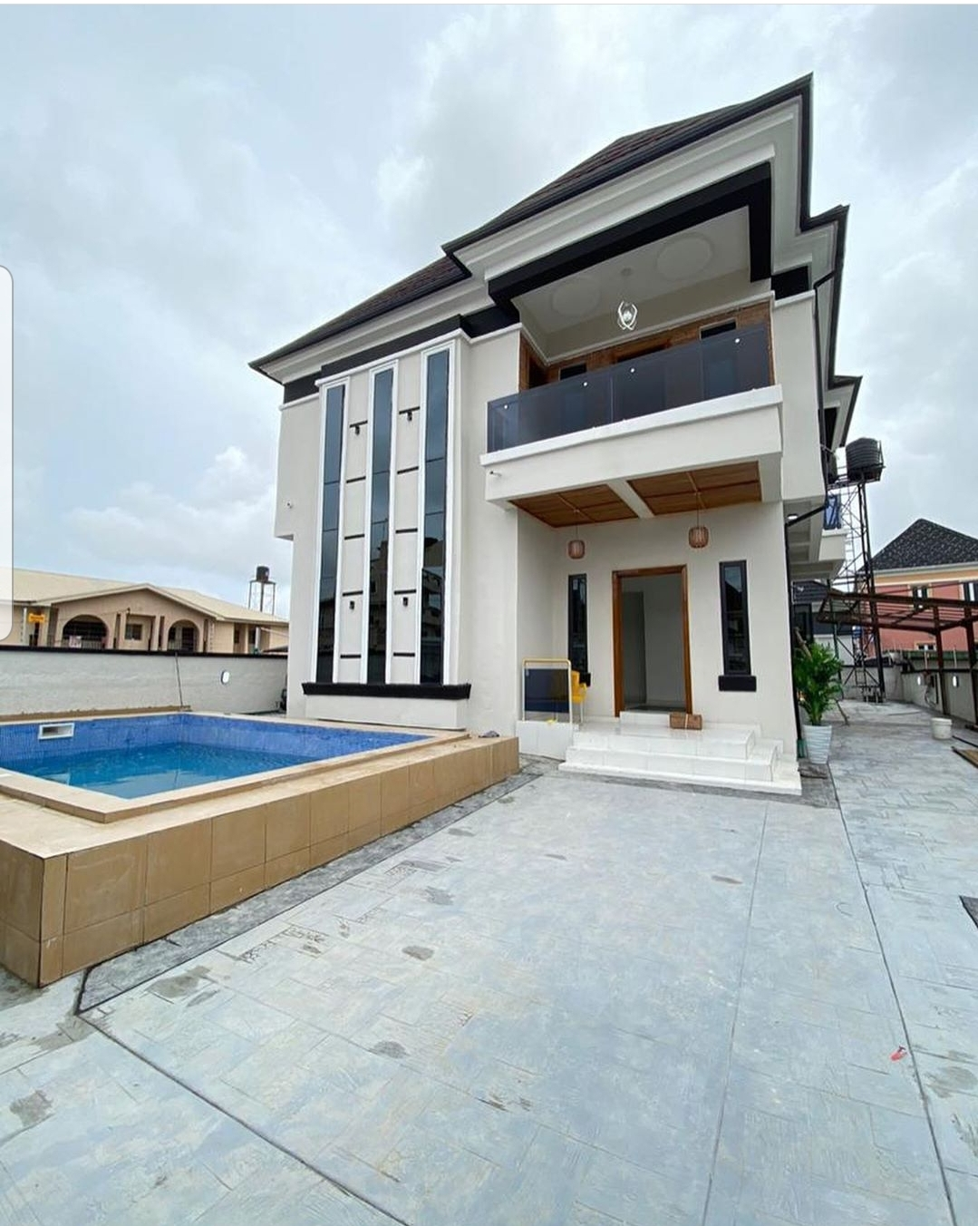 5 Bedroom Fully Detached House With Swimming Pool